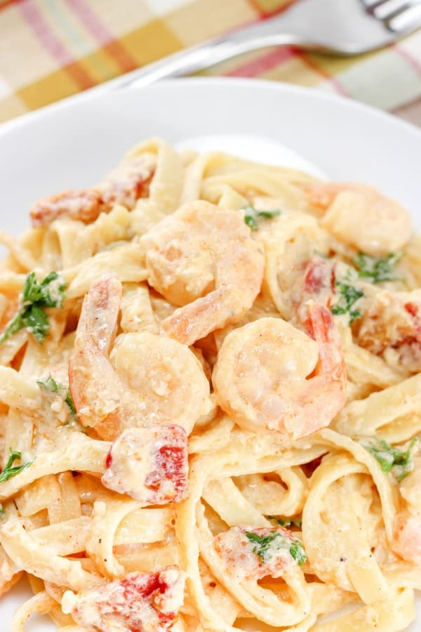 Creamy shrimp pasta with sun-dried tomatoes is the perfect recipe to add to your meal planning. EASY, delicious, and quick to whip up.  #shrimp #seafood #easydinnerideas #creamy #easy #garlic #tomato #creamysauce #skillet