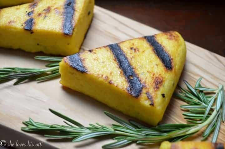 Easy Garlicky Grilled Polenta | The best polenta cakes!