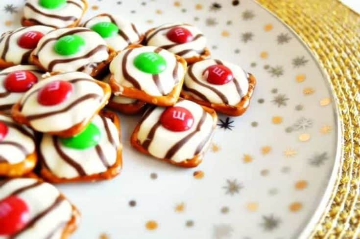 Quick and Easy 3-Ingredient Christmas Pretzel Hugs Recipe