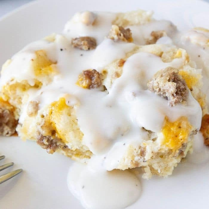 biscuit gravy breakfast casserole