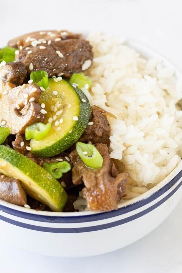 japanese hibachi steak in bowl with rice