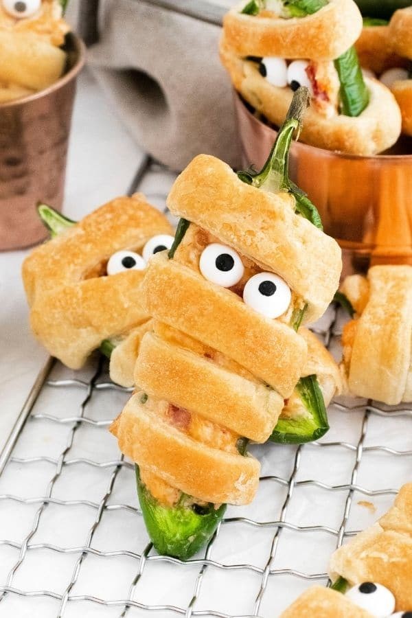 mummy appetizer with google eyes