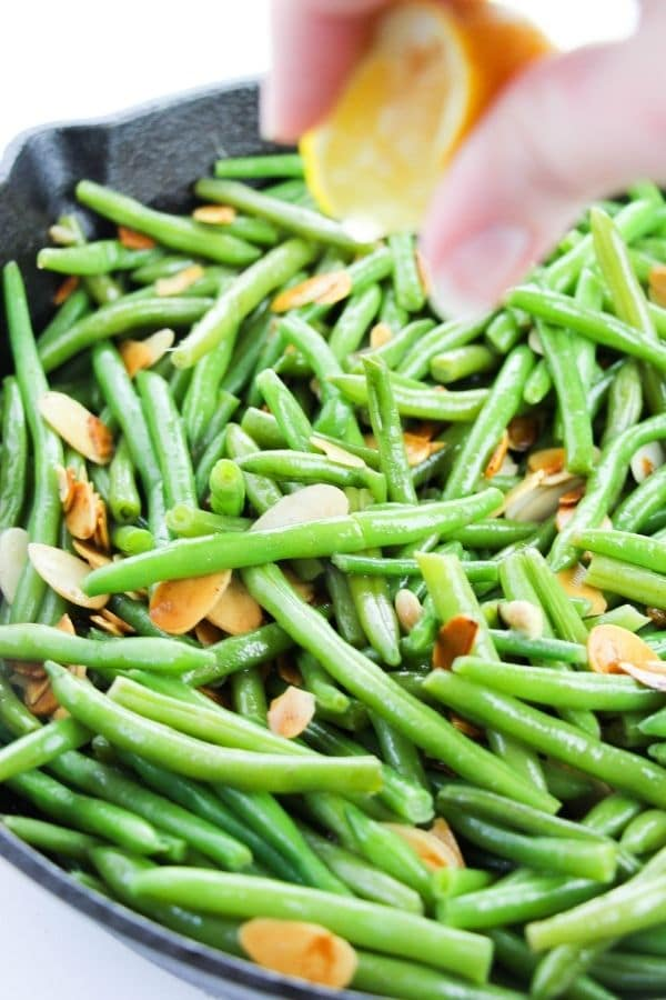 green bean with almonds
