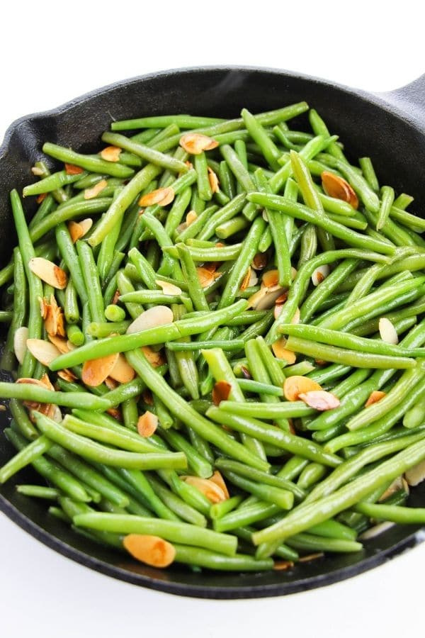 pan with green beans and toasted almonds