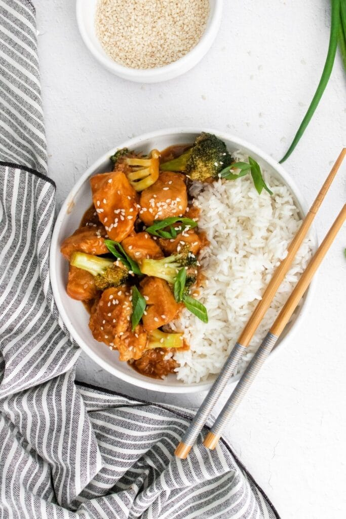 instant pot chinese chicken in a bowl with chopsticks by it