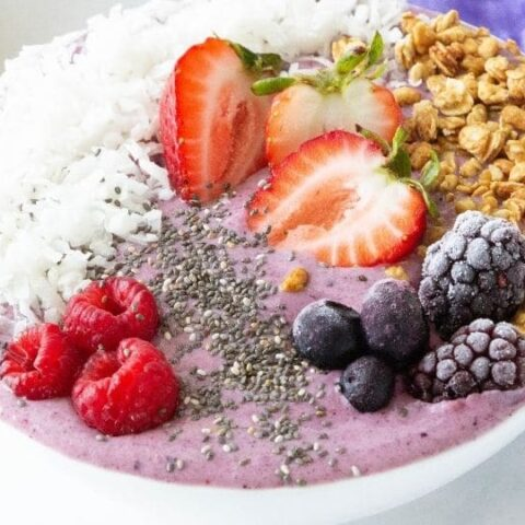 acai bowl with toppings